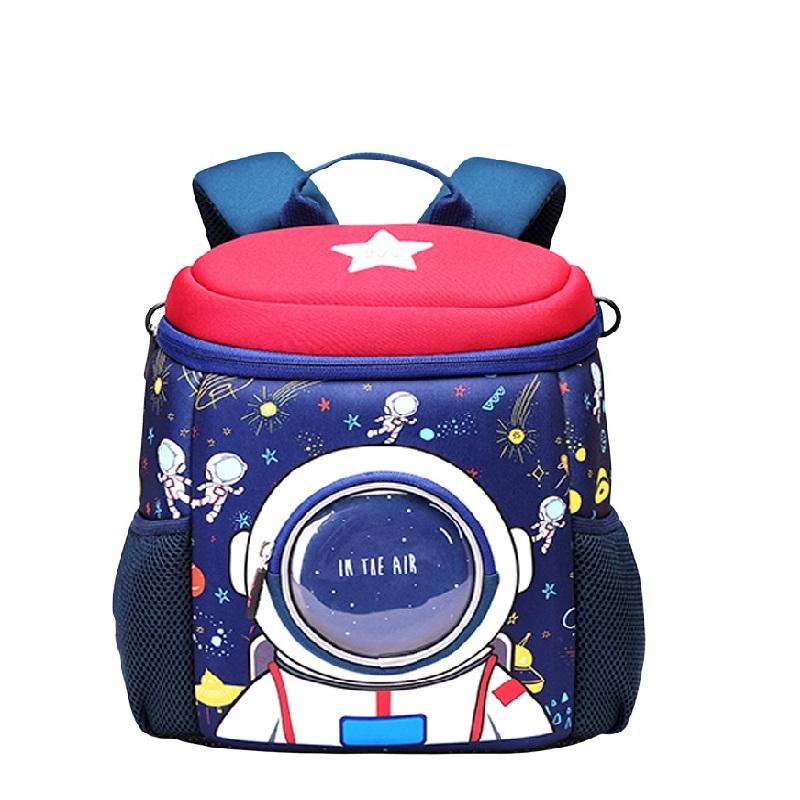 Космонавт маленький